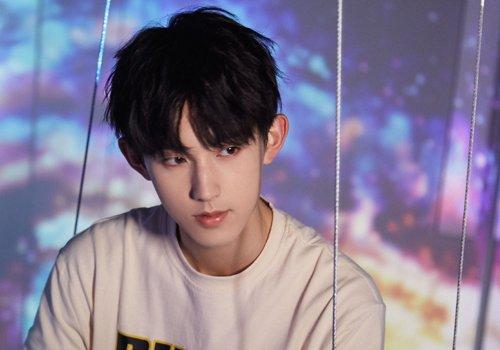 十五六岁少年黑色短发打理方式 中学男生清新干净刘海短发新设计