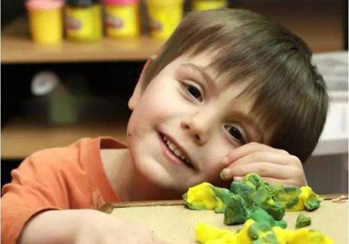 5岁小男孩自己挑选发型征服造型师 男童短发设计还能有这么多种奇迹