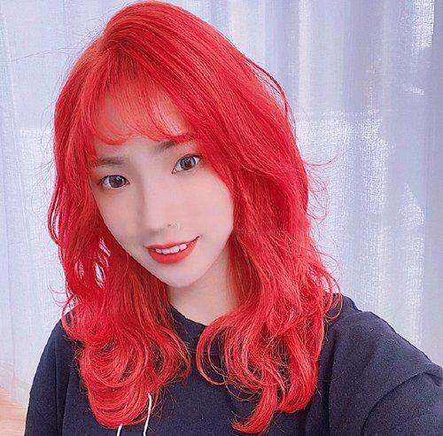 红色染发能让黄皮肤彻底告别暗肤色 想染红色头发的女生造型好好挑